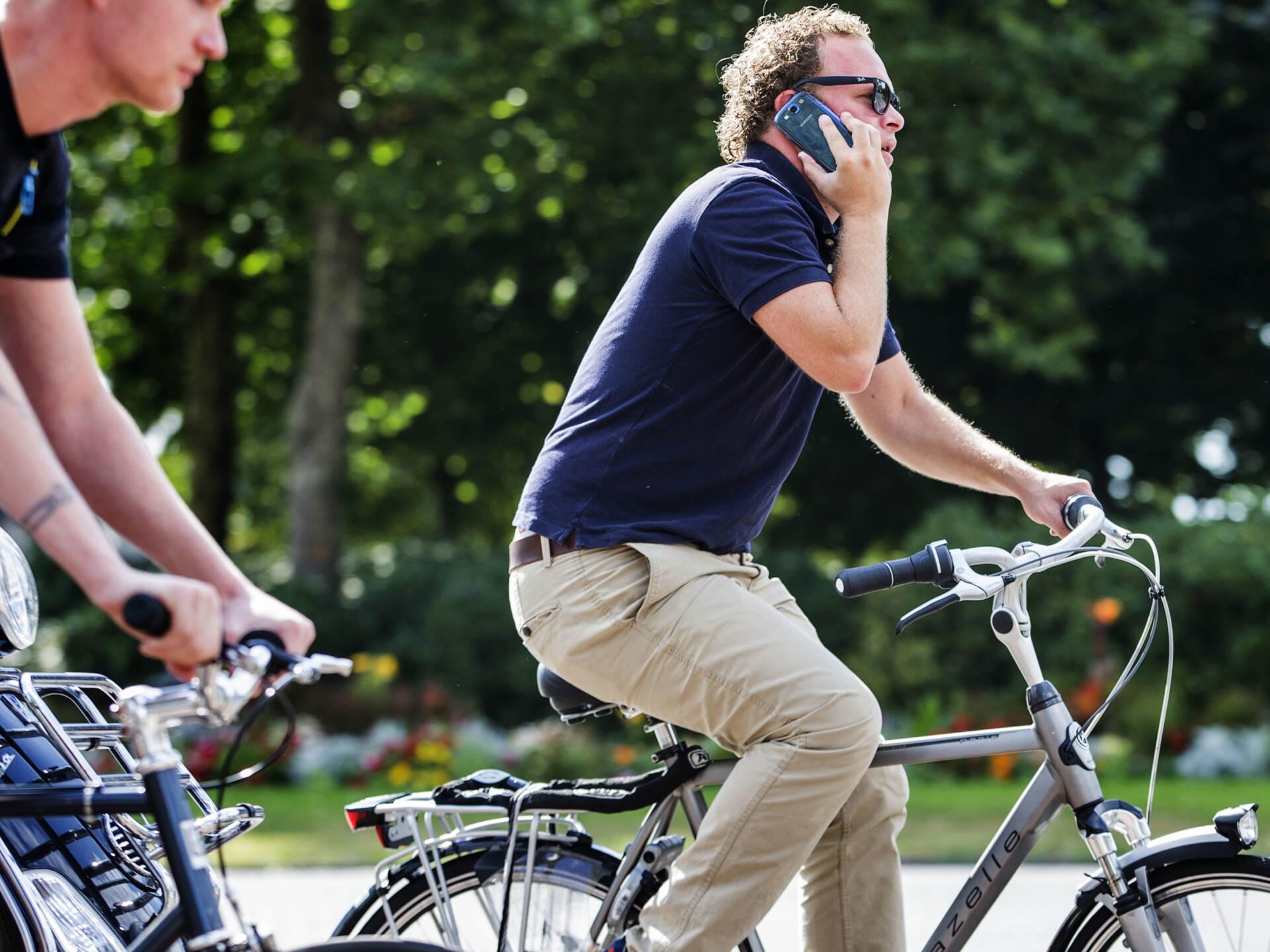 In half jaar ruim 21.000 boetes voor appende fietsers
