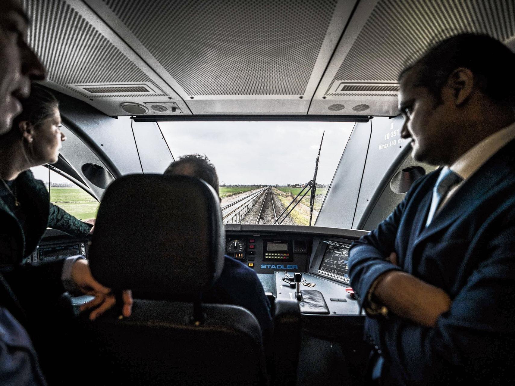 Een trein op de autopiloot rijdt stipter dan een reguliere