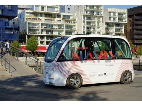 Zelfrijdend busje in haven Drimmelen