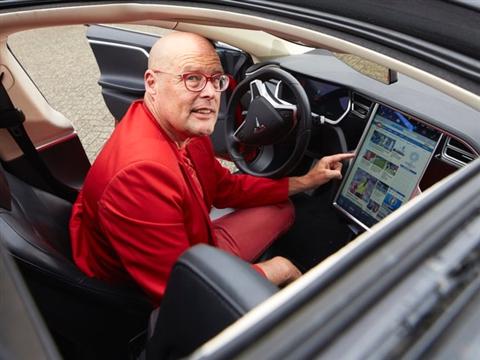 Tesla downplayt komst zelfrijdende auto's: erg ver weg