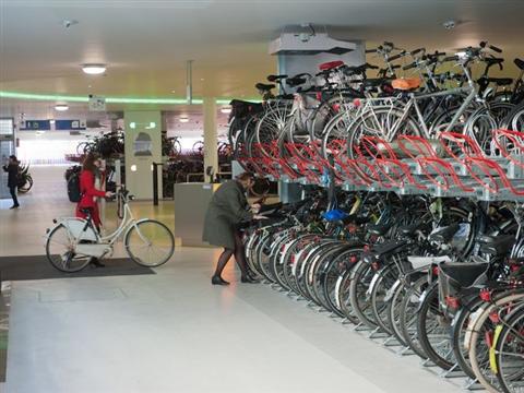 Vervoerregio Amsterdam komt met wisselfiets tegen volle stallingen