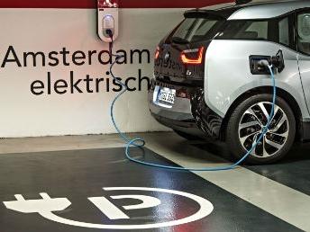Amsterdam test batterij als buffer bij oplaadhub voor elektrische auto's