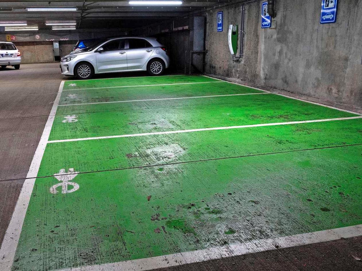 Grote zorgen over ondergronds laden van elektrische auto's
