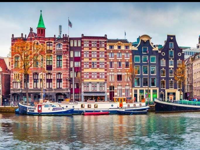 Amsterdam gebruikt batterij om riviercruises schoner te maken