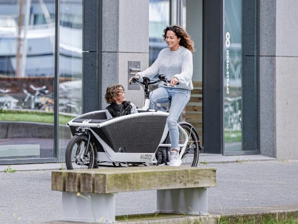 Hely opent grootste zakelijke e-bike hub van Nederland voor ASML