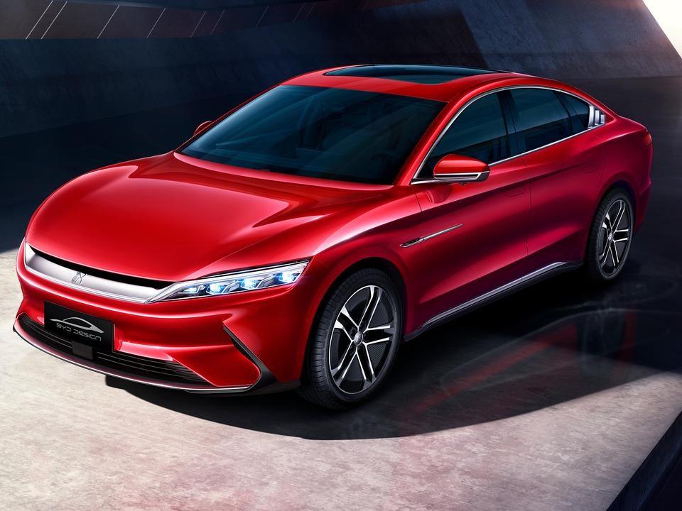 Chinese elektrisch auto's komen, moet de gevestigde orde zich zorgen maken?