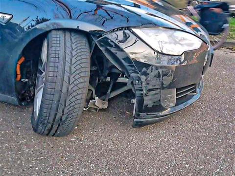 Tesla rijdt veel meer schade dan diesel- of benzineauto