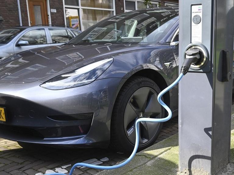 'Nederland in EU koploper met oplaadpunten elektrische auto's'