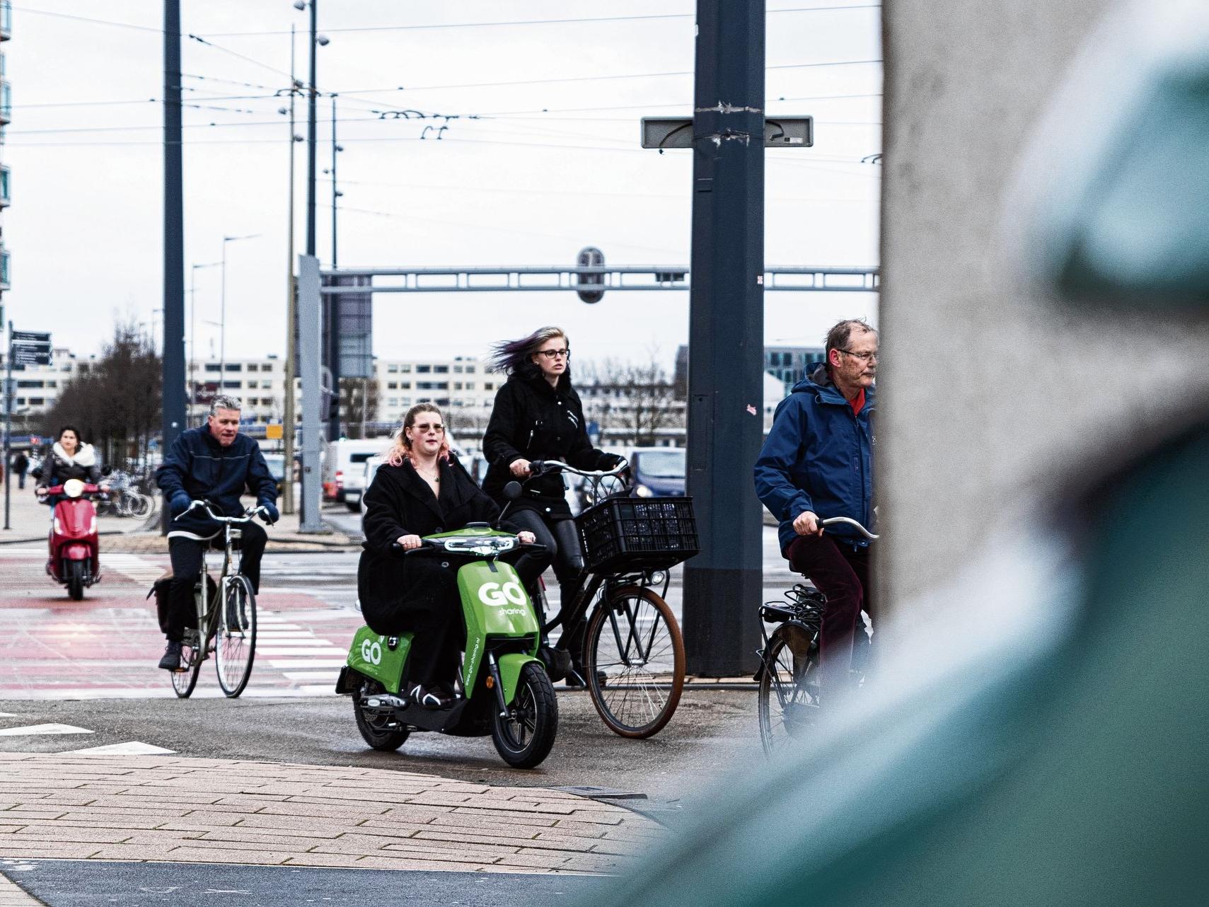 Elektrische deelscooter moet stad van auto's verlossen