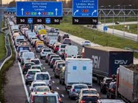 Rapport: 'Bouw geen nieuwe wegen om files te voorkomen, maar gebruik technologie'