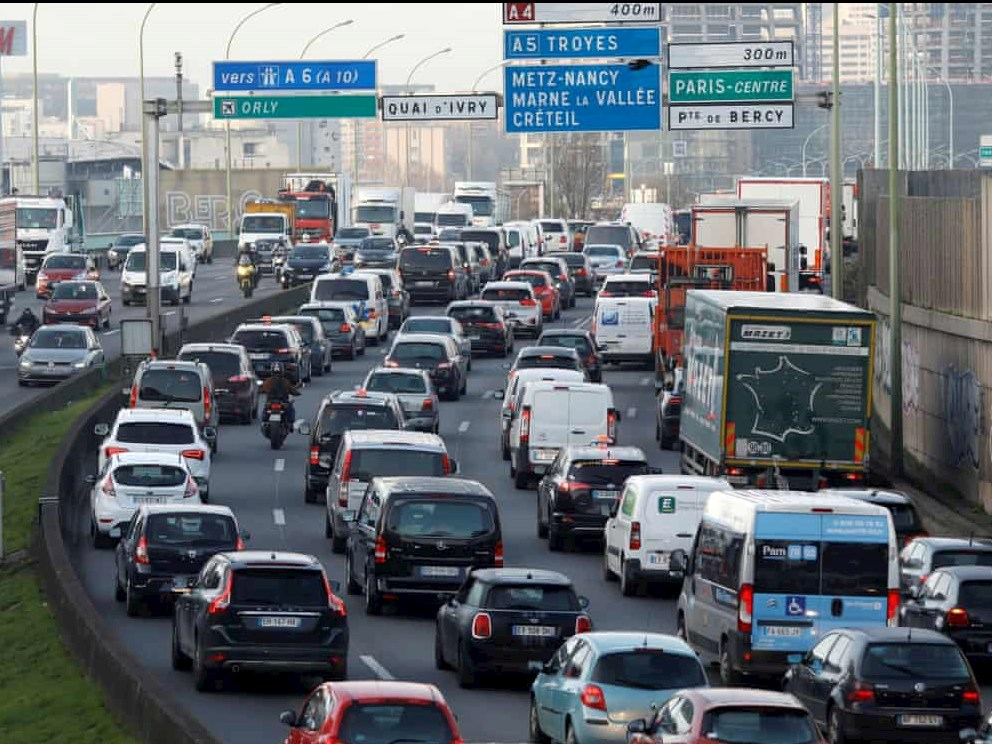 European commuters still choose cars and congestion over public transport