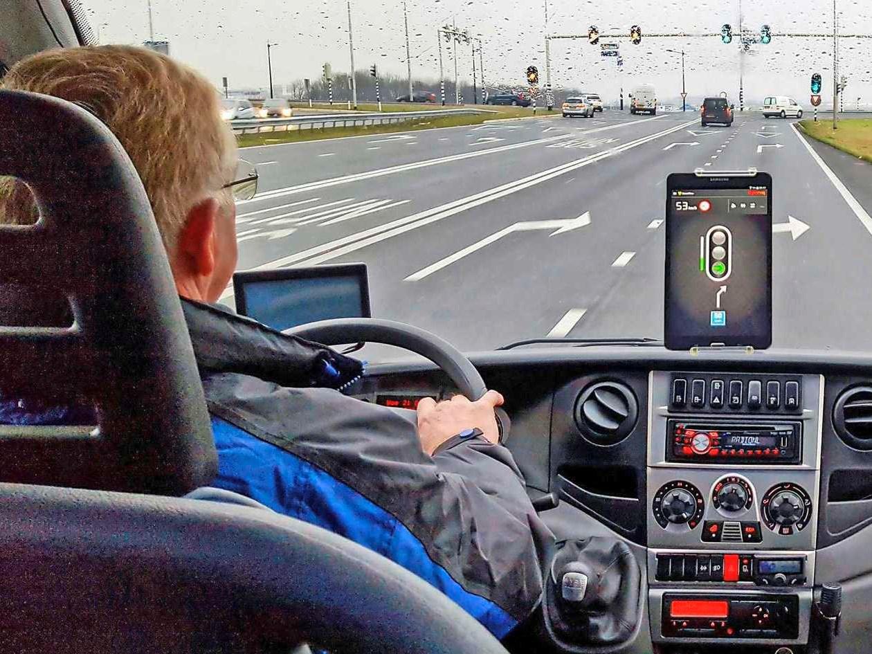 Irritatie minder voor automobilist: vrachtwagen hoeft niet meer te remmen voor rood