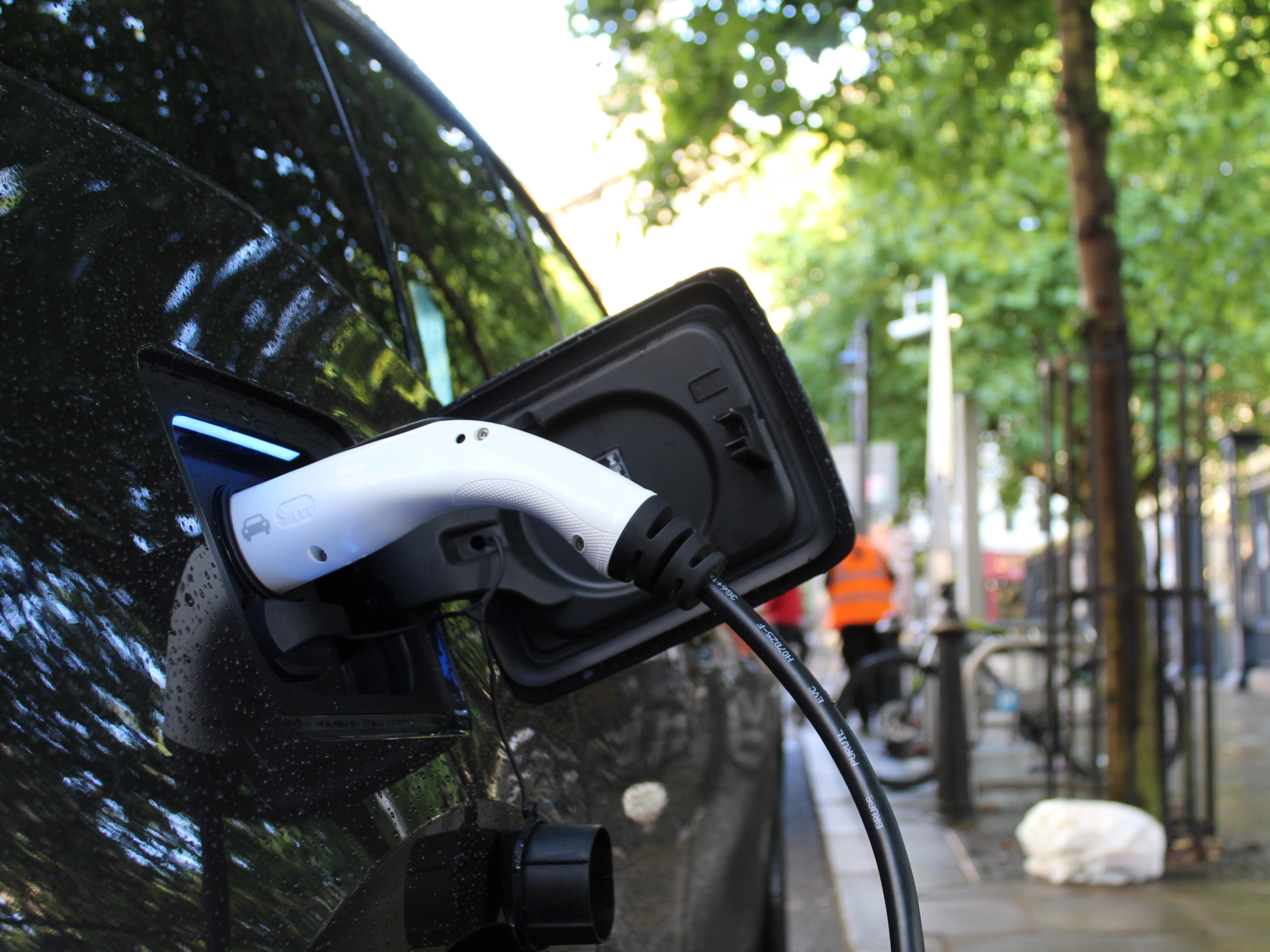 """Projectteam Challenge EV: """"Er zijn mensen die elektrisch kúnnen rijden, maar het toch nog niet doen"""""""