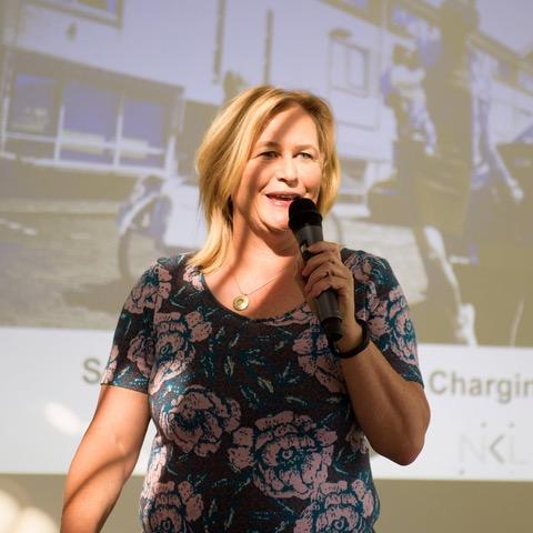 Ellen Hiep is bestuurslid van de Vereniging Elektrische Rijders (VER - www.evrijders.nl) enoprichter en eigenaar van communicatiebureau HiePRactief (www.hiepractief.nl). VER heeft meer dan 7500 leden en is dé stem van de elektrische rijder en de onafhankelijke informatiebron voor de (toekomstige) elektrische rijder in Nederland. Daarnaast is Ellen één van de initiatiefnemers voor de Global EV Alliance (www.globalEValliance.com): een samenwerkingsverband van EV-rijders verenigingen in meer dan 30 landen. HiePRactief is een communicatiebureau met specifieke kennis van EV, duurzame mobiliteit en innovatie. Ellen is strategisch adviseur op dit terrein en ook uitvoerder van vele events en projecten in binnen- en buitenland.  Volgens Ellen Hiep ligt de proof of the pudding in het rijden zelf. Want wie eenmaal die stilte van een elektrisch auto ervaart, wil nooit meer anders. Ellen doet vanuit haar eigen bureau HiePRactief pr voor de mobiliteitsbranche, is bestuurslid van de Vereniging Elektrische Rijders en mede- initiatiefnemer voor de Global EV Alliance. Én ze is jurylid van de EV challenge.  Lees haar hele bio hier: https://dutchmobilityinnovations.com/spaces/1179/challenges/articles/elektrisch-rijden-challenge-najaar-2021/42809/let-s-introduce-jurylid-ellen-hiep