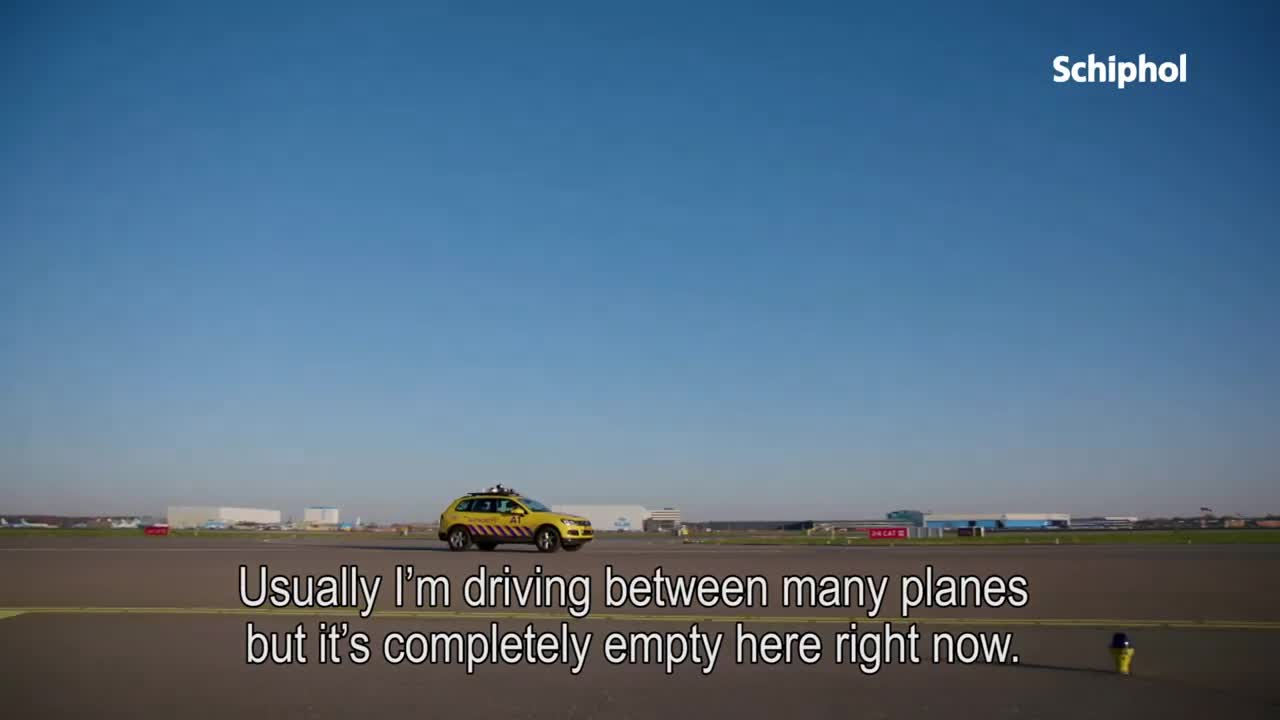 Vliegtuigen parkeren op schiphol