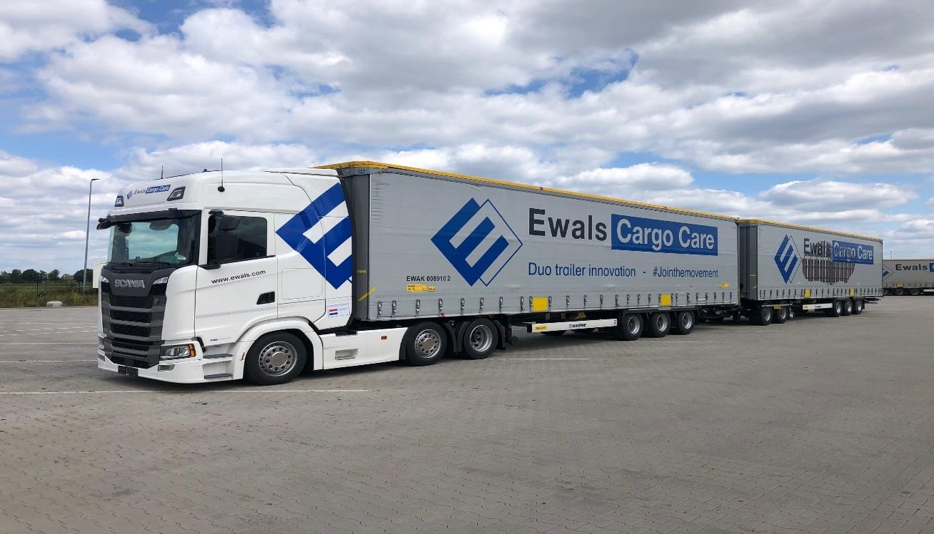 Afbeelding met lucht, vrachtwagen, buiten, weg  Automatisch gegenereerde beschrijving